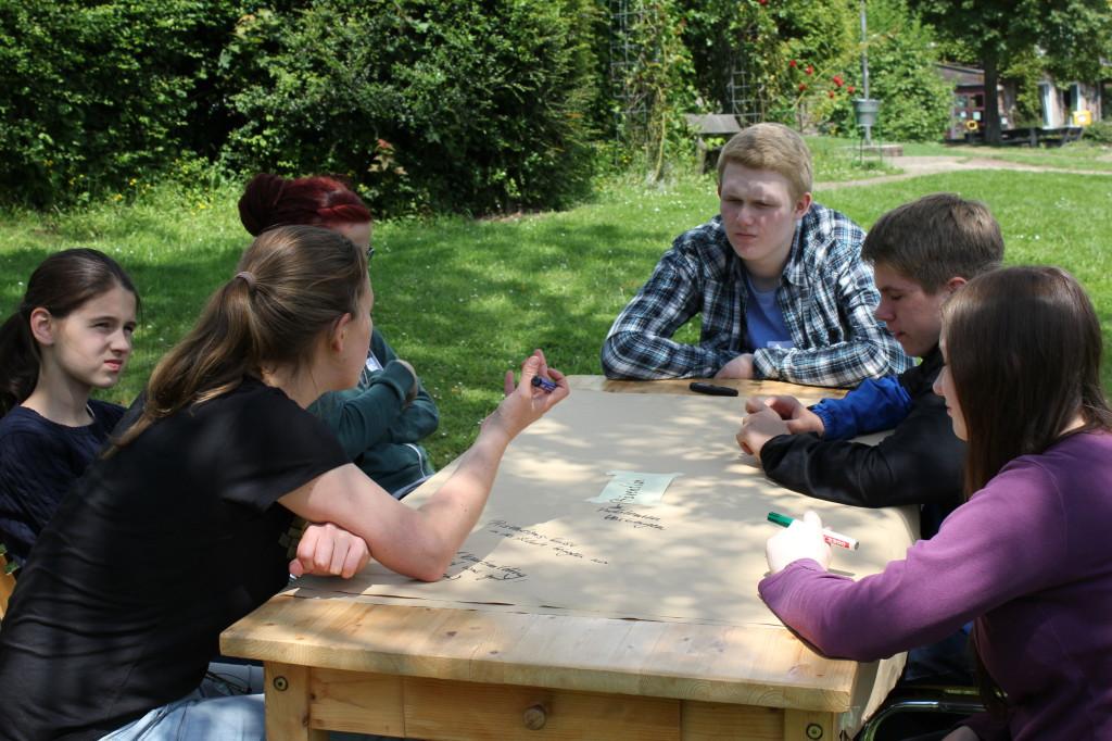 nachmittags wurden die Themen des Kinder- und Jugendförderplanes in Kleingruppen vertieft beraten (Foto: Elena Grell)